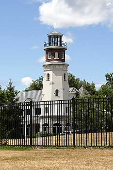 1676_Island_St_Boatyard_Lighthouse