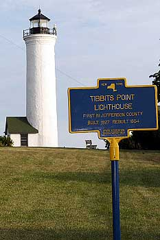 1804_Tibbetts_Point_Lighthouse